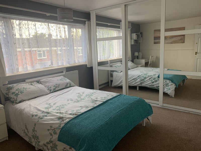 Double room in professional house share  Main Photo