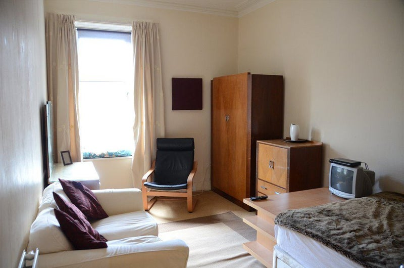 Stunning Flat-Share in Paisley PA1  Main Photo