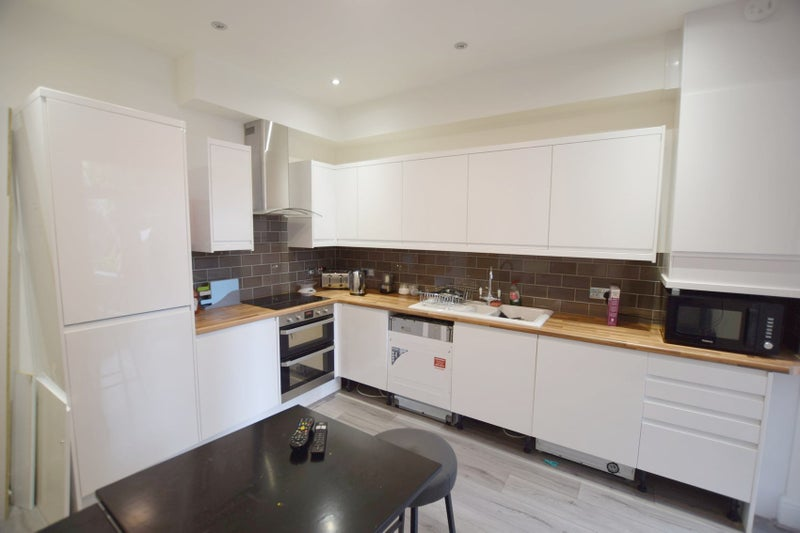 Brand New Modern House Share Available Now!! - B67 Main Photo