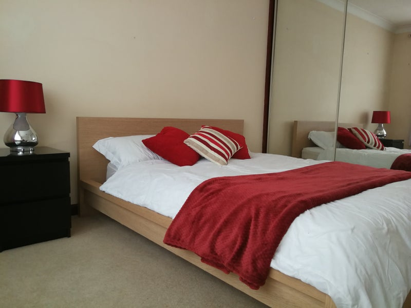 Photo 1: Room 2: Very large, kingsize en-suite