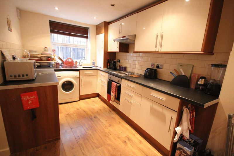 5 Bed house in Woodhouse available 21st Sept  Main Photo