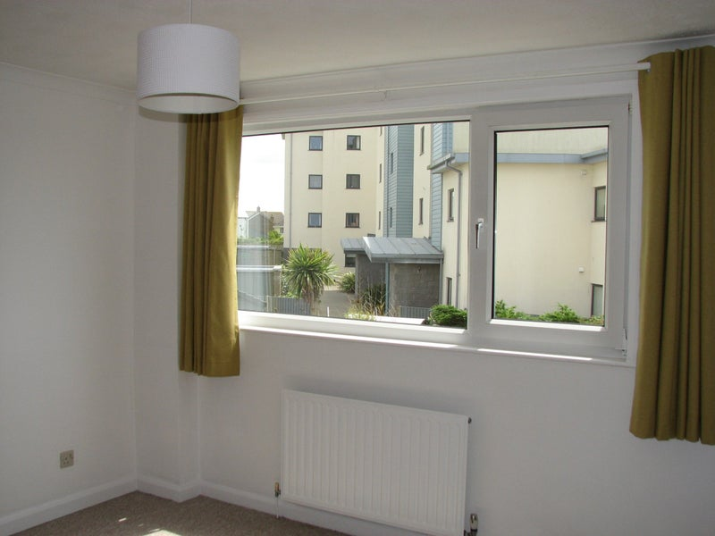 2 bed house for let in Pentire Main Photo