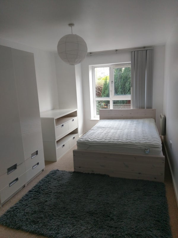 Fantastic Double Room! Secure Building! Main Photo