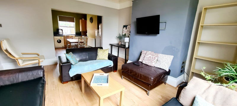 Beautiful 5 bed/2 bathroom  house near Leeds Uni Main Photo