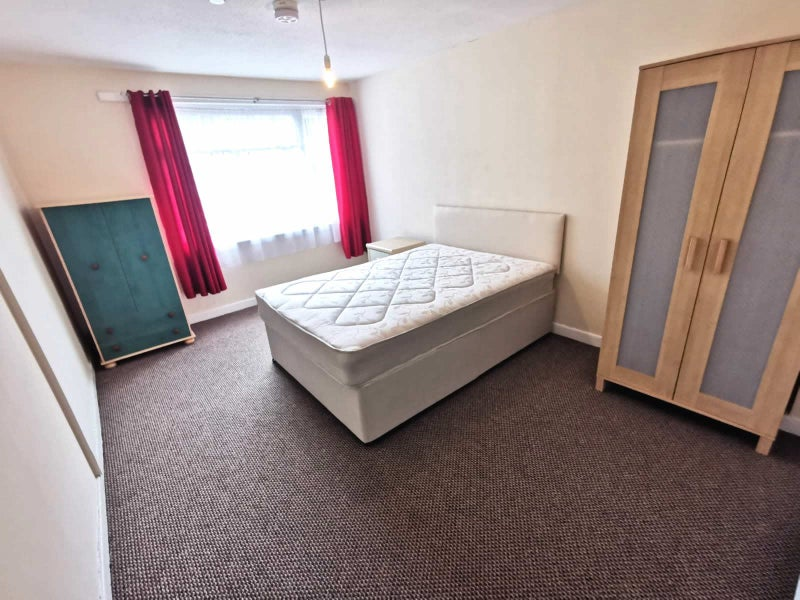 ** Affordable Lovely Rooms - All Bills Included! Main Photo