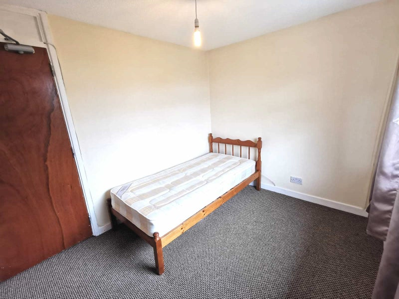 ** Fantastic Affordable Rooms -All Bills Included! Main Photo