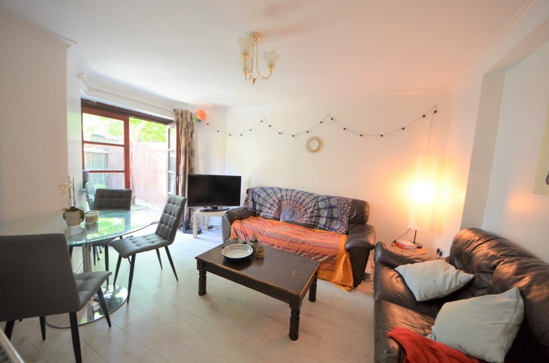 A Bright 4 Bedroom Flat With Garden in Kings Cross Main Photo
