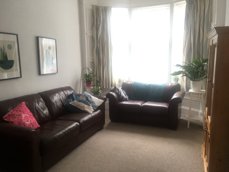 2 bedroom flat in the West End Main Photo