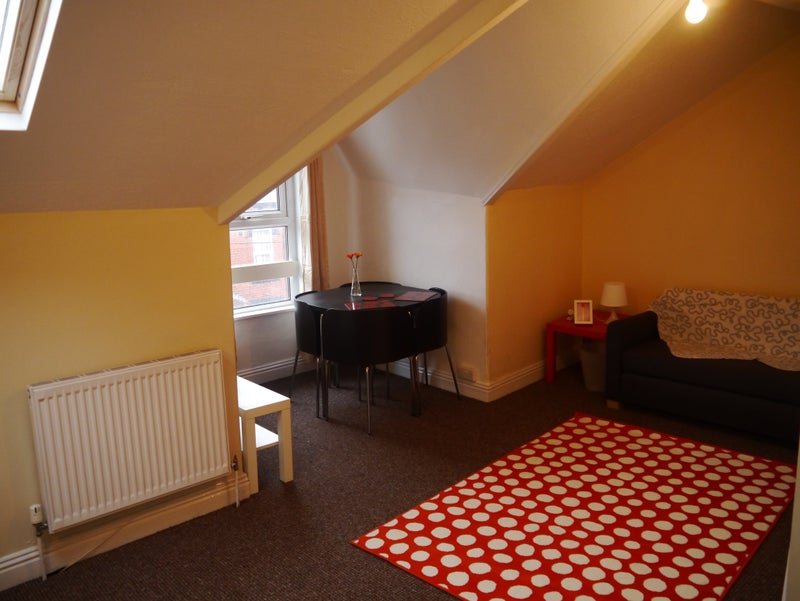 Bright Sunny 2 Bed Studio Flat Couple or 2 Friends Main Photo