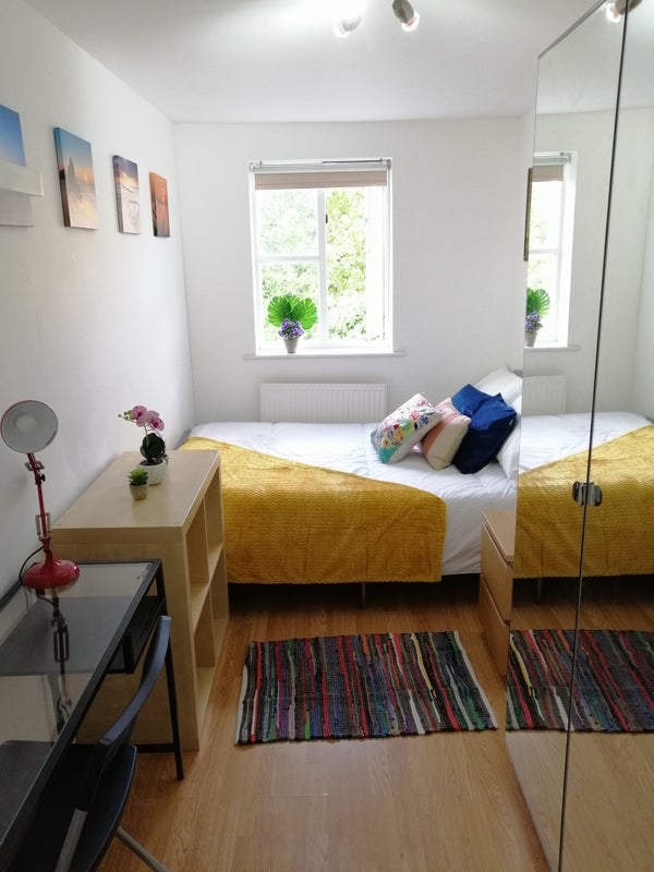 2 Amazing Rooms Isle of Dogs Main Photo