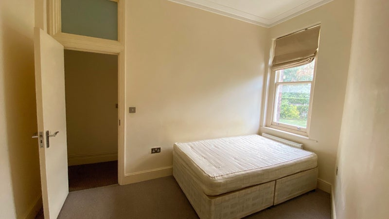 Double bedroom with beautiful gardens view Main Photo