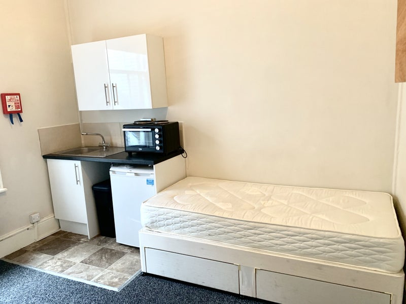 Studio Room 5Mins Walk from NottingHill Gate Tube Main Photo
