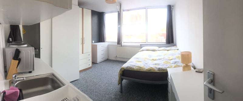 Slough Town-small Studio room - weekl let accepted Main Photo