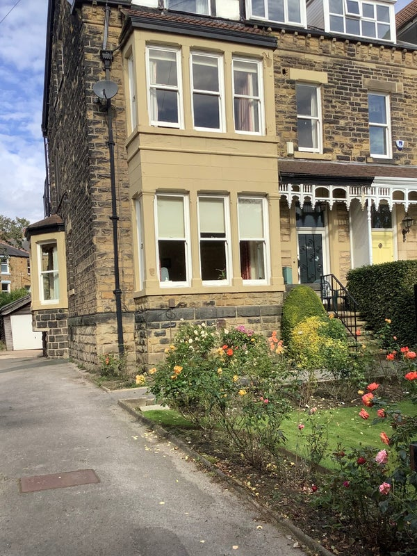 Lovely Homeshare room available in Roundhay Main Photo