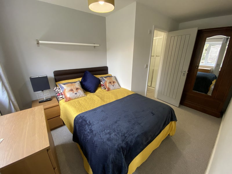 Fully refurbished double room with en-suite Main Photo