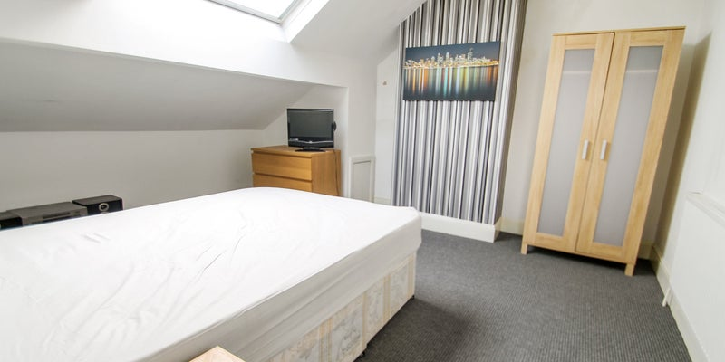Room with En-Suite - Armley House Share Main Photo