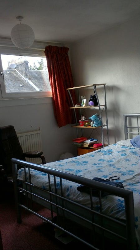 Room in two bedroomed flat available Main Photo