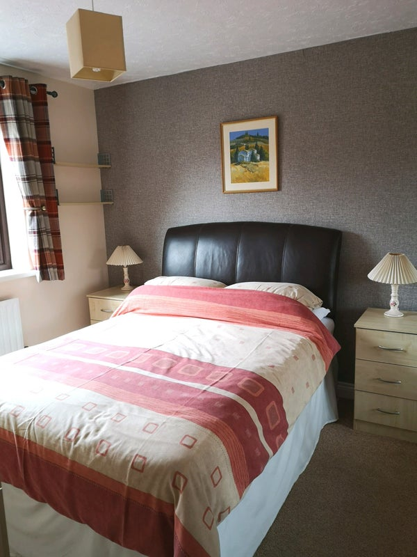 Clean Airy Double en-suit room close to link road Main Photo