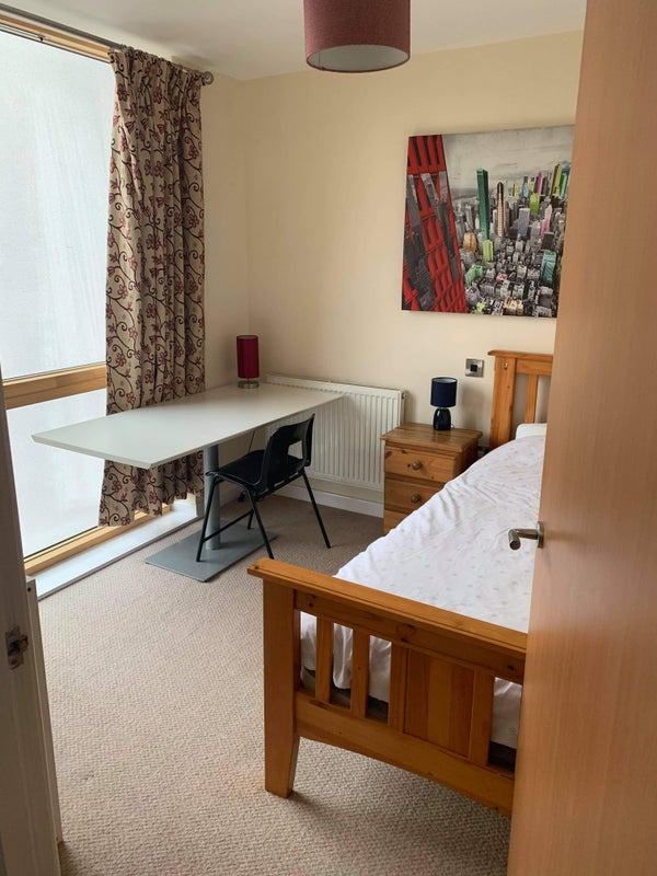 Rooms to let in modern house in town centre Main Photo
