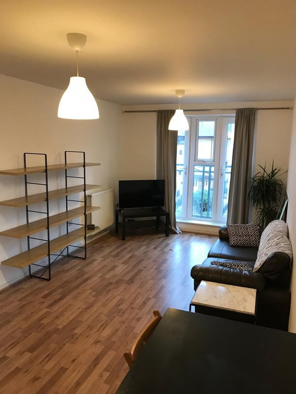 Double room + bathroom available to rent in CB1 Main Photo