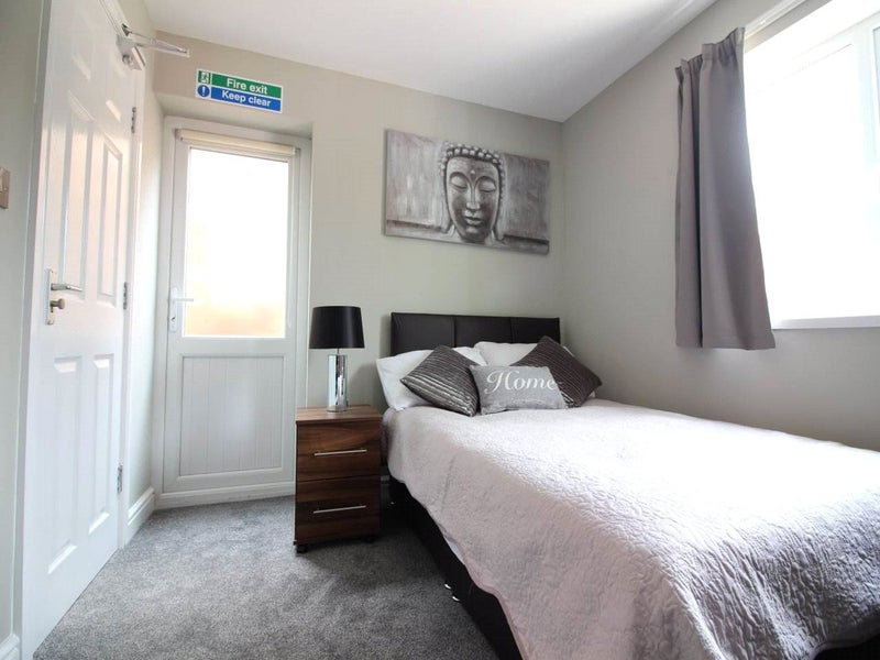 Double Ensuite Room Nr Lakeside Main Photo
