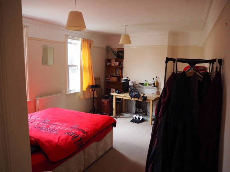 Two massive rooms available in large house. Main Photo