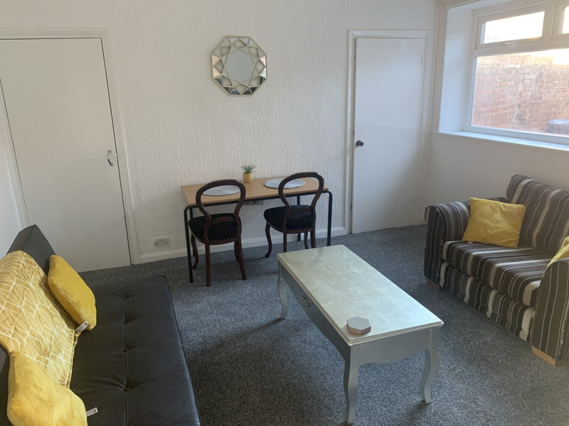 Stunning New Fully Furnished Student Property  Main Photo