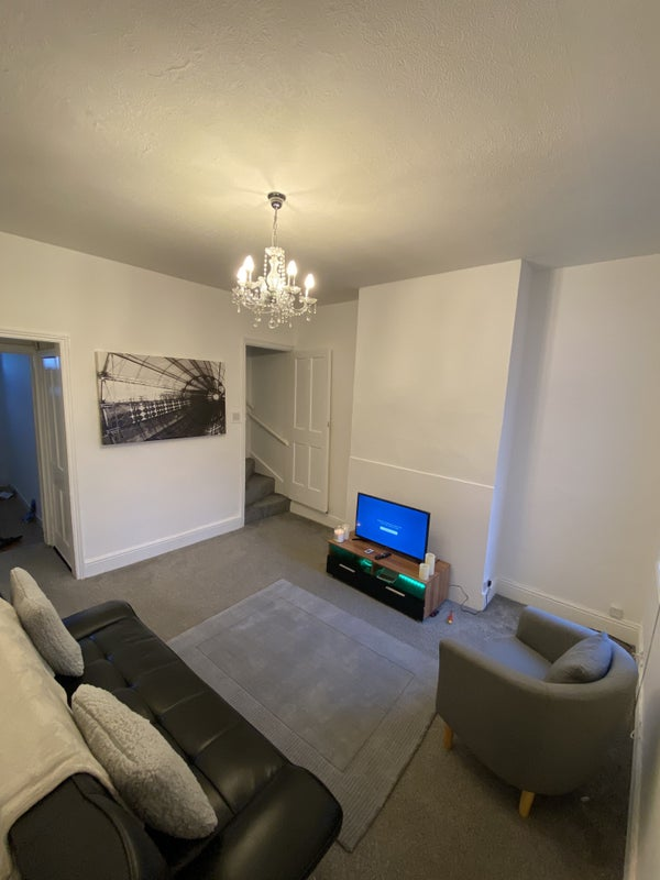 Newly Decorated 3 bedroom house  Main Photo