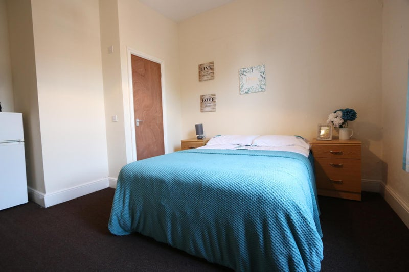 Photo 1: Ensuite Room for Rent Wrexham