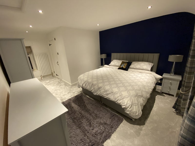 Large room with super king bed and en-suite Main Photo