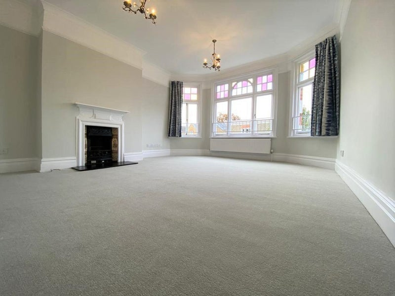 Lovely 2 bed flat in Barnes Main Photo