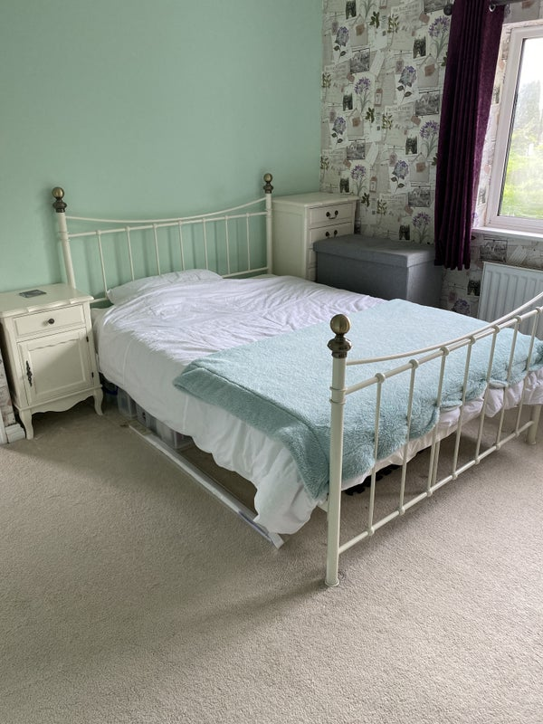 Large double room in friendly home Main Photo