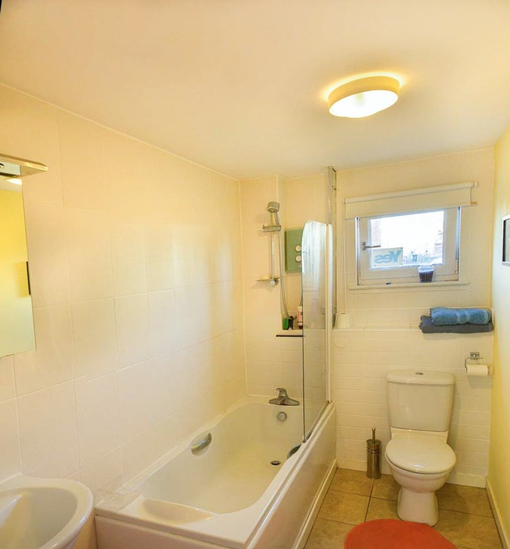 Bedroom With Private Bathroom In Spacious Flat From Spare