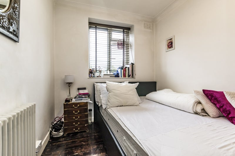 3 bedroom property - Lonsdale Road Main Photo
