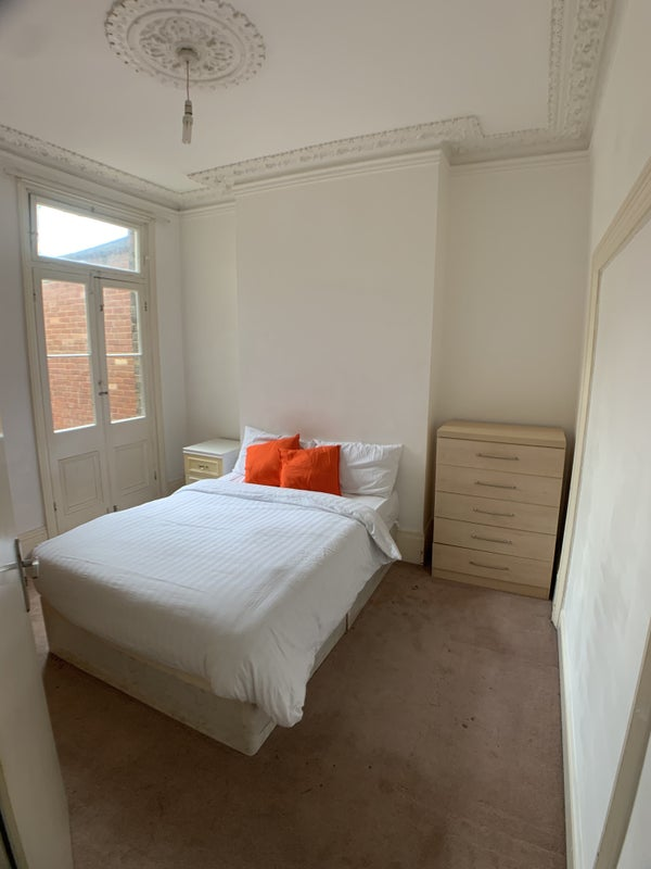 **Spacious and Roomy Double Rooms - All Bills Inc Main Photo