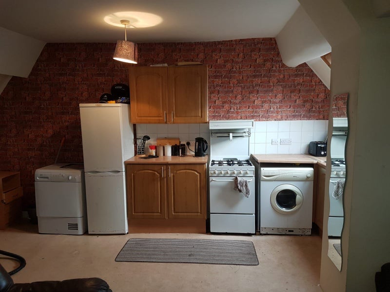 2 bedroom flat available in Central Wellington  Main Photo