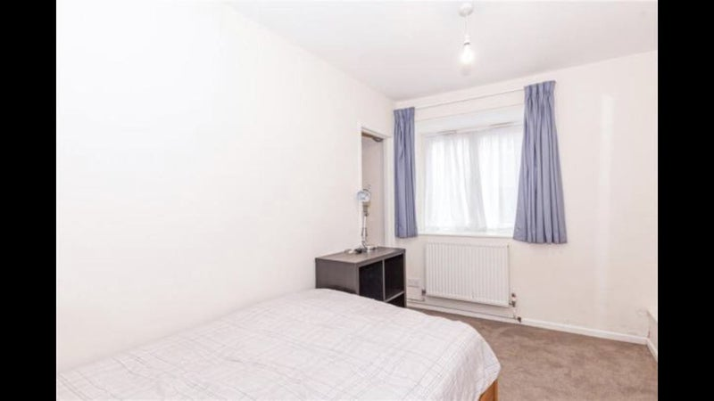 New flatmate for 3 bed flat in city centre Main Photo