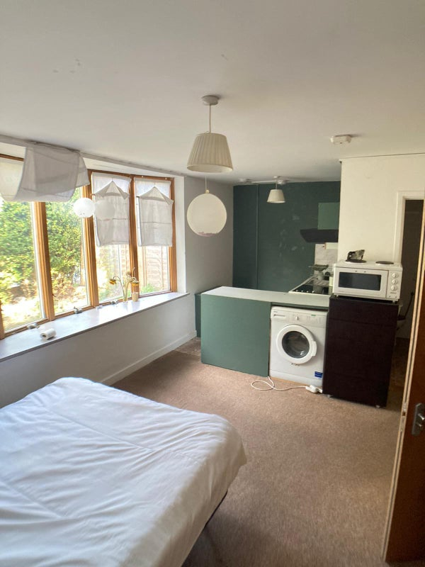 Lovely Studio Flat All Bills Included  Main Photo