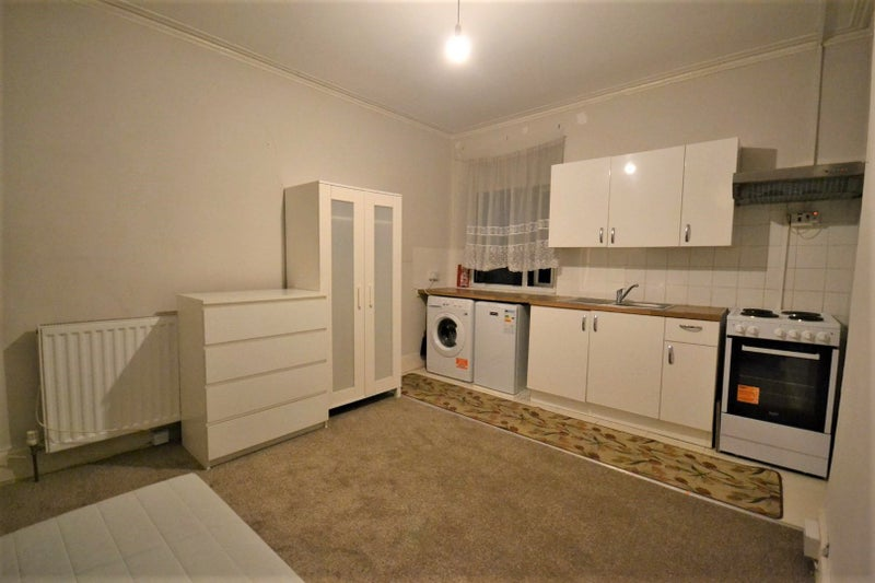 Bills included. Double BEDSIT available to rent Main Photo
