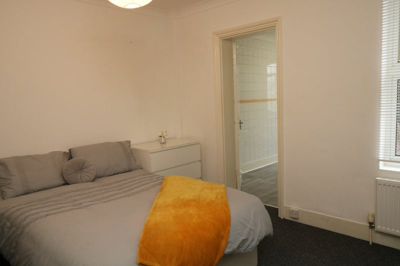 Exceptional Room on Offer in Town Centre Main Photo