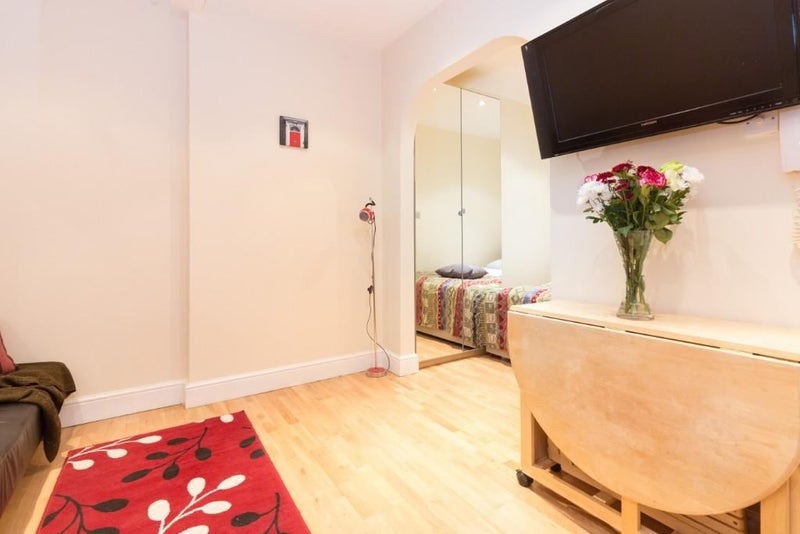 Huge Studio Apartment in Notting Hill  Main Photo