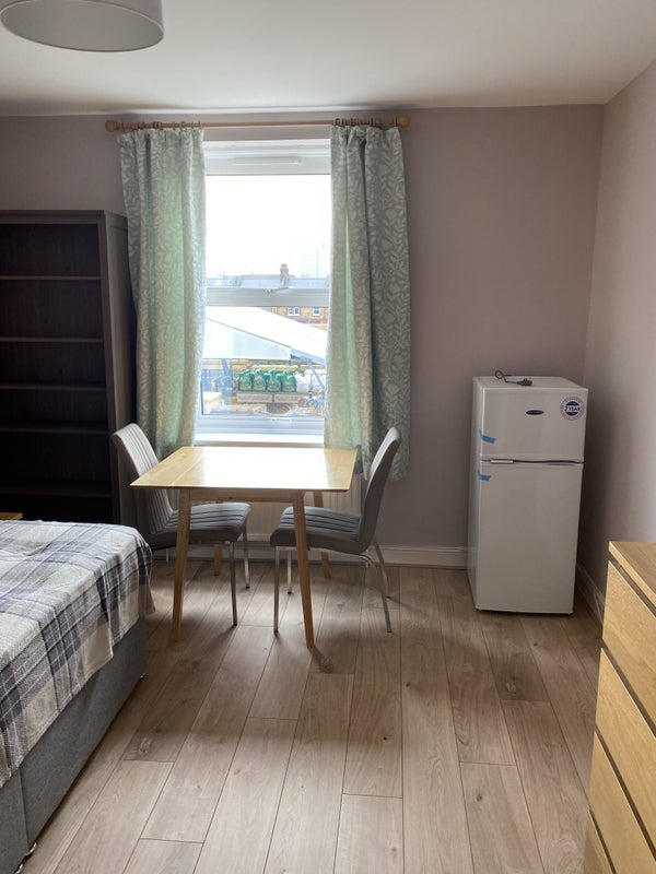 Newly renovated double -2 mins from Queens Park Main Photo