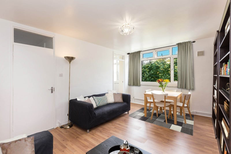 3 Bedrooms Apartment in London Main Photo