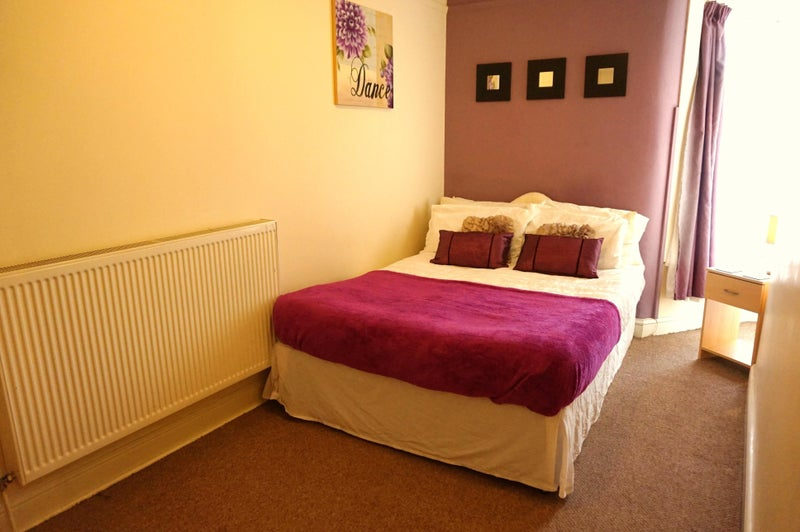 Large room Nr Town Centre - 50% off first rental Main Photo