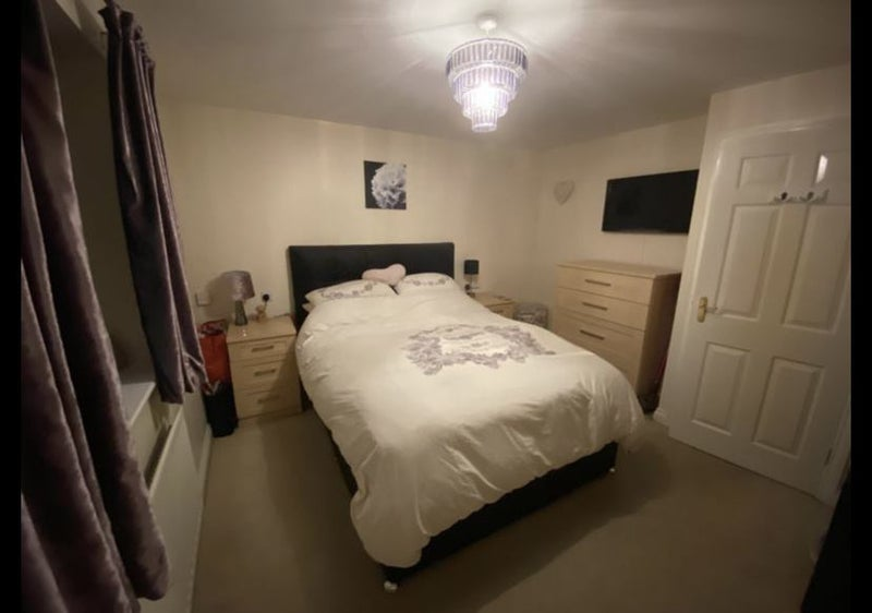 Double room in three storey house. Private bathroo Main Photo