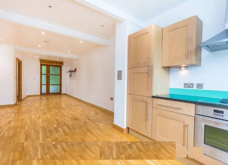 2 Bed/2 Bath Flat In Queens Park. W10 Main Photo
