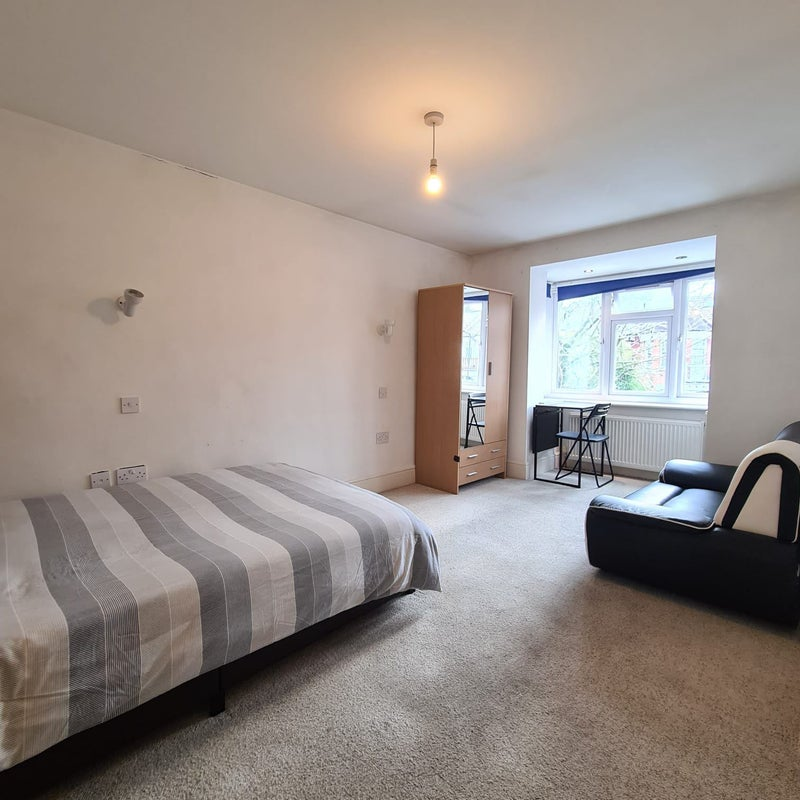 2 Rooms in Mulgrave Road, NW10, Couples accepted Main Photo
