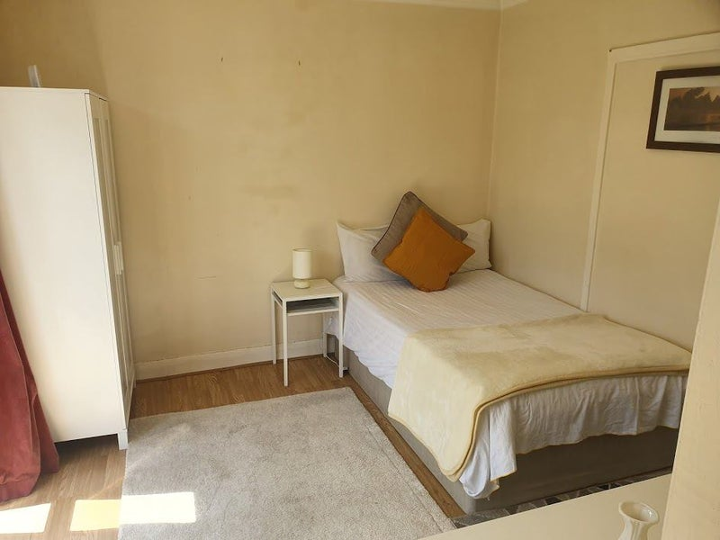 NO DEPOSIT!! Nice double room in Acton!! Main Photo