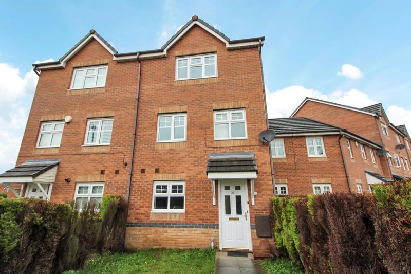 Photo 1: Beautiful Town House Close to Manchester City Centre