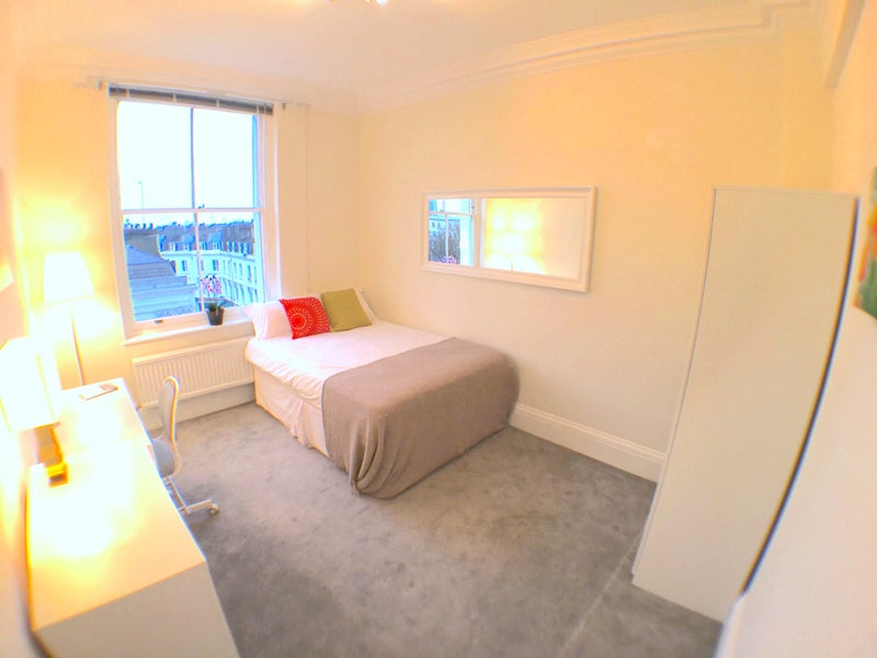 Photo 1: Bright Spacious Dbl Room